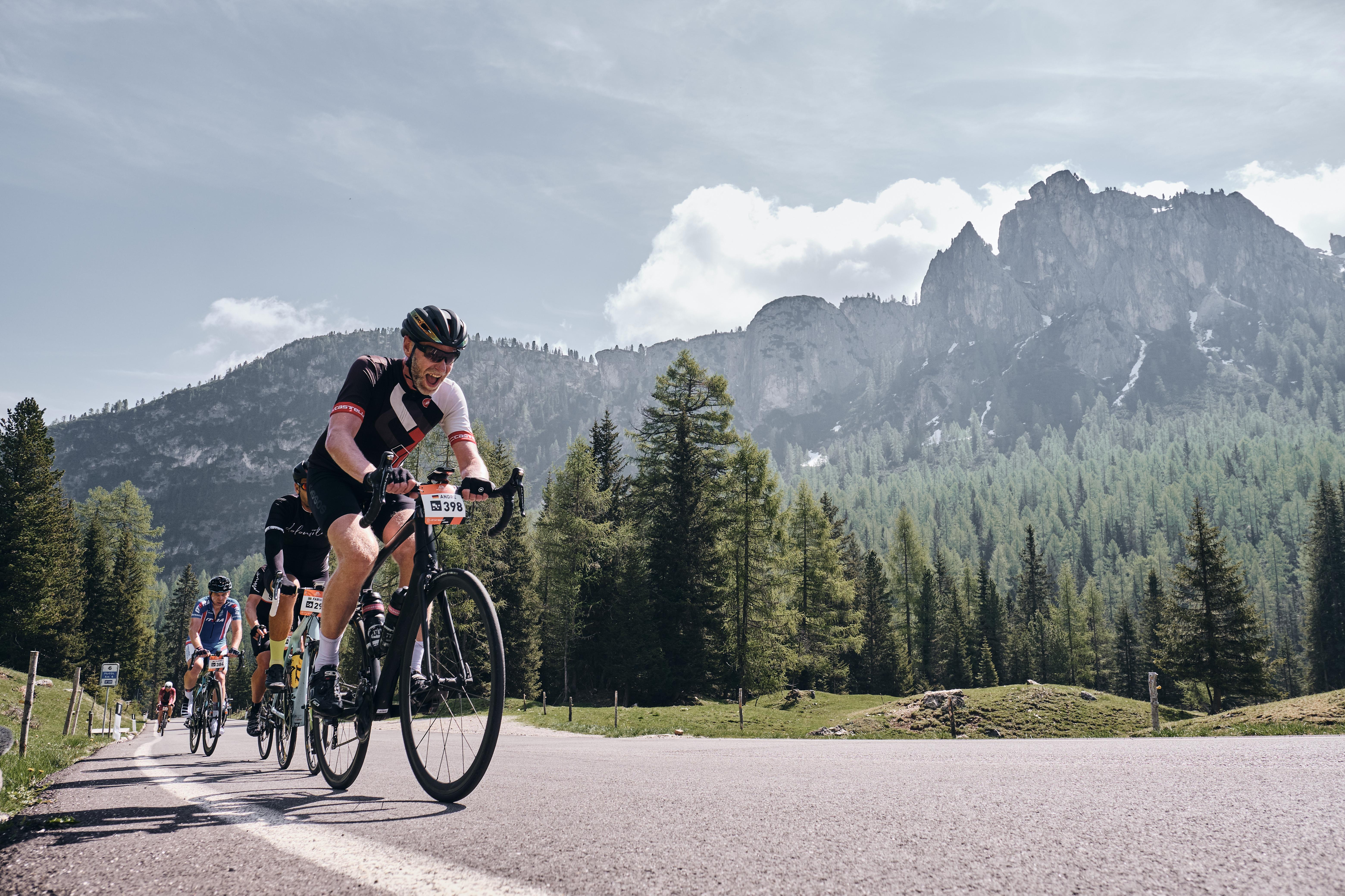 ICARUS体育和顶级自行车系列赛Haute Route建立合作里程碑